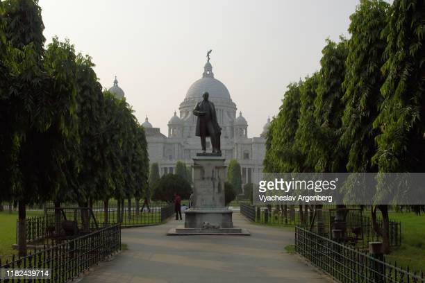 victoria memorial and the gardens, kolkata, india - argenberg stock-fotos und bilder