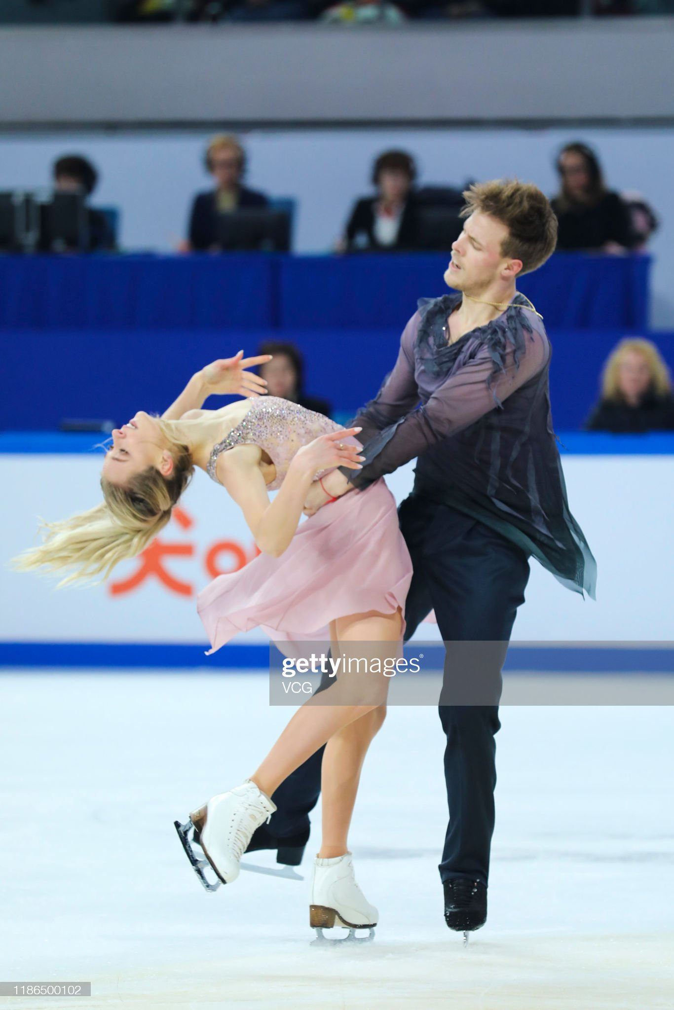 https://media.gettyimages.com/photos/victoria-sinitsina-and-nikita-katsalapov-of-russia-perform-in-the-ice-picture-id1186500102?s=2048x2048