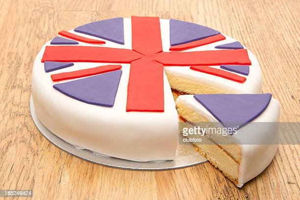 victoria sponge cake with uk flag icing decoration - british flag cake stock pictures, royalty-free photos & images