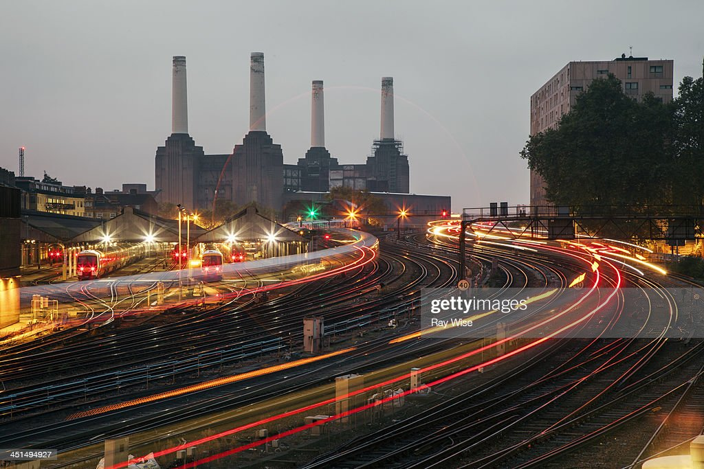 Victoria Station light stream : Stock Photo