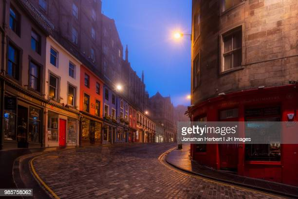 victoria street - edinburgh - old town stock pictures, royalty-free photos & images