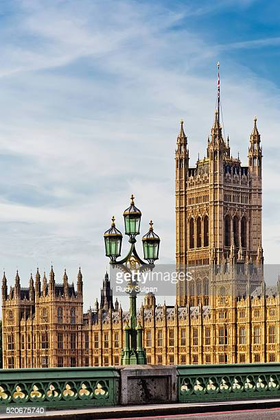 victoria tower and houses of parliament - victoria tower stock pictures, royalty-free photos & images
