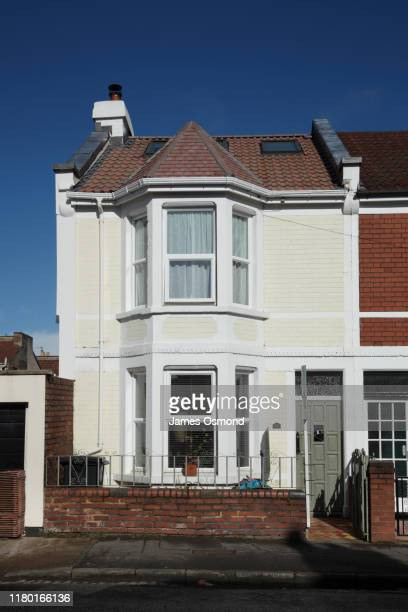 victorian end of terrace house, typical of houses found in south bristol. - facade stock pictures, royalty-free photos & images