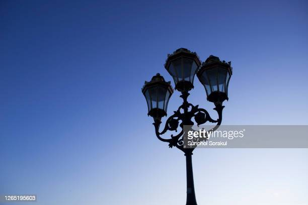 victorian street lamps on putney bridge - fulham stock pictures, royalty-free photos & images