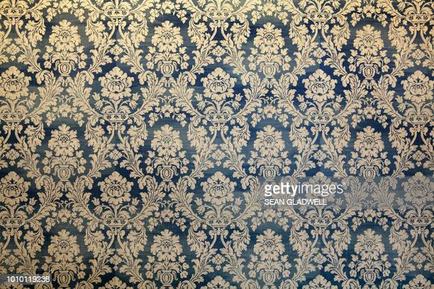 victorian wallpaper pattern - flower wallpaper stock pictures, royalty-free photos & images