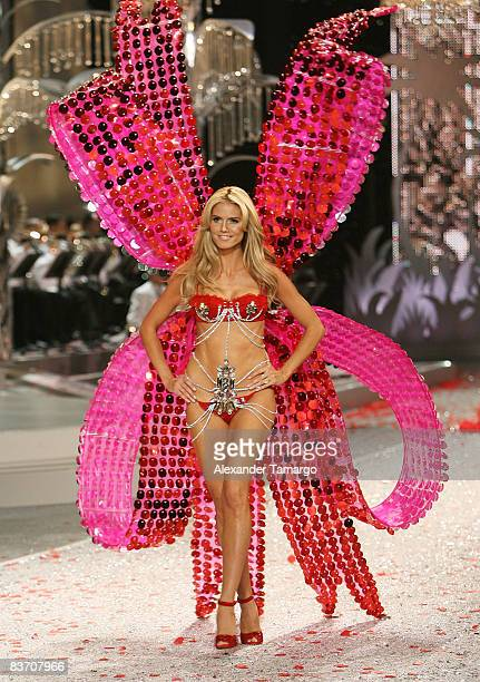 Victoria's Secret Angel Heidi Klum walks the runaway during the 2008 Victoria's Secret Fashion Show at the Fontainebleau on November 15, 2008 in...