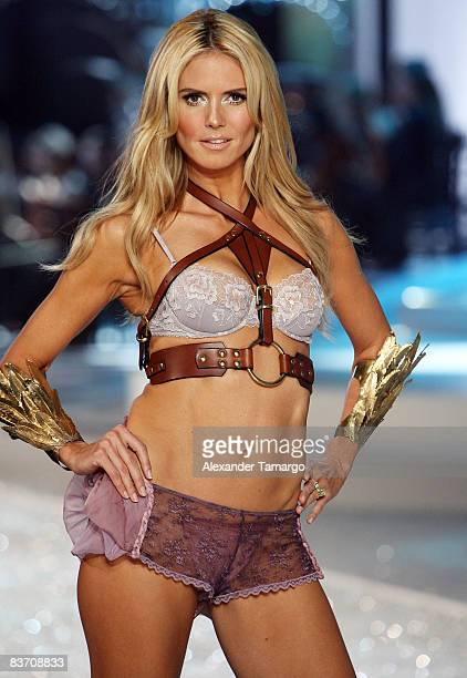 Victoria's Secret Angel Heidi Klum walks the runaway during the 2008 Victoria's Secret Fashion Show at the Fontainebleau on November 15 2008 in Miami...