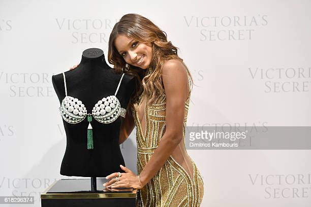 Victoria's Secret Angel Jasmine Tookes reveals the $3 Million 2016 Bright Night Fantasy Bra at Victoria's Secret Fifth Ave on October 26 2016 in New...