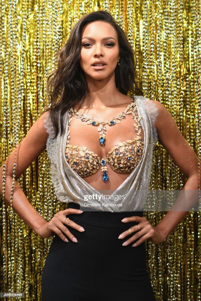 0fa1f73788 Victoria s Secret Angel Lais Ribeiro Reveals The  2 Million 2017 Champagne  Nights Fantasy Bra   News