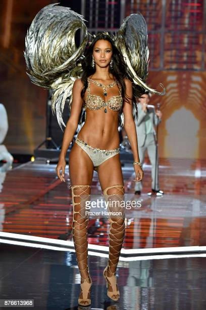 Victoria's Secret Angel Lais Ribeiro walks the runway during the 2017 Victoria's Secret Fashion Show In Shanghai at MercedesBenz Arena on November 20...