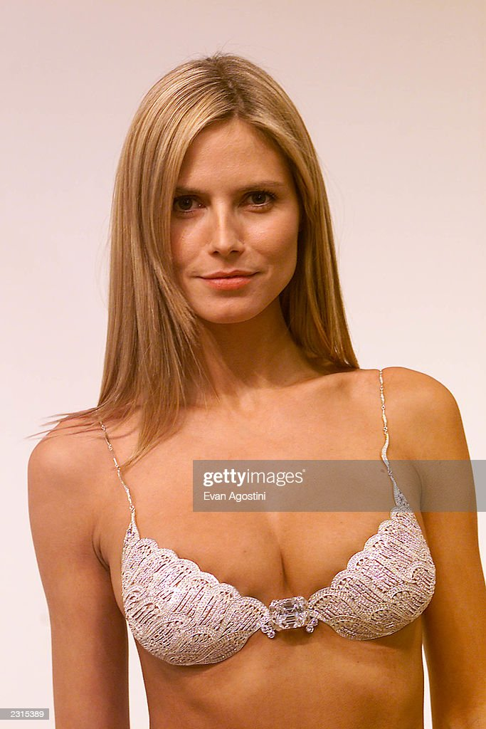 Victoria's Secret 2001 Model Fittings : News Photo