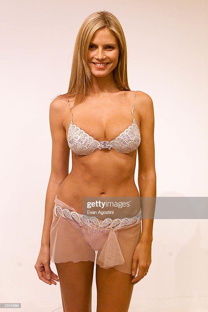 Victoria's Secret 2001 Model Fittings : News Photo