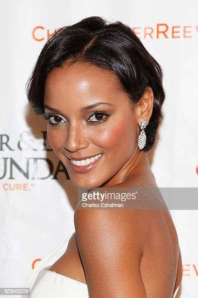 """Victoria's Secret model Selita Ebanks attends the Christopher & Dana Reeve Foundation's """"A Magical Evening"""" Gala at the Marriot Marquis on November..."""
