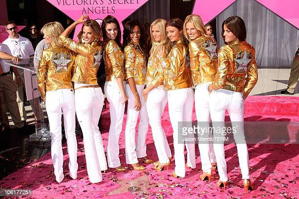 Victoria's Secret models Selita Ebanks Adriana Lima Alessandra Ambrosio Heidi Klum and Izabel Goulart of the Victoria's Secret Angels receive 'Award...