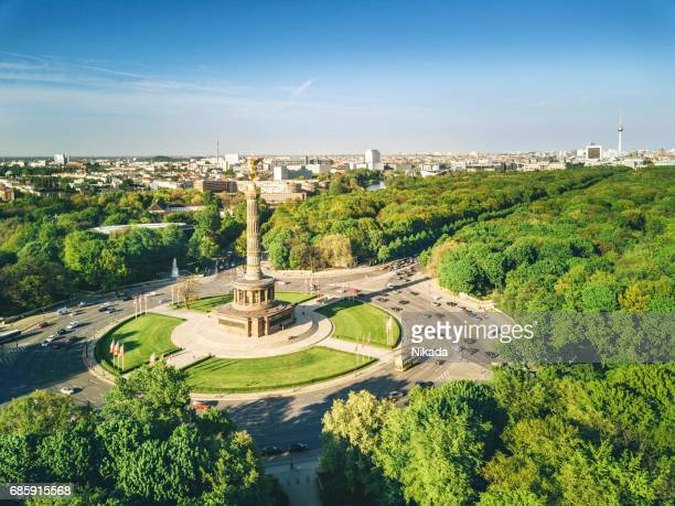 victory column and berlin tiergarten, germany - central berlin stock pictures, royalty-free photos & images