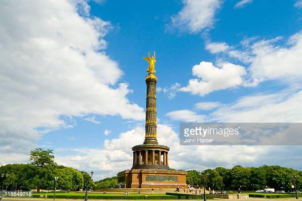 victory column, berlin - sehenswürdigkeit stock-fotos und bilder