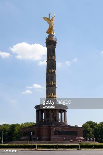de kolom van de overwinning in berlijn - gwengoat stockfoto's en -beelden