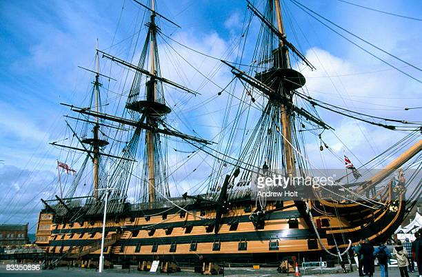 hms victory, flagship of admral lord nelson - portsmouth hampshire stock-fotos und bilder