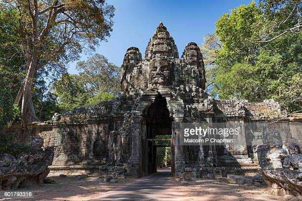 "victory gate, angkor thom east gate, siem reap, cambodia - cambodia ""malcolm p chapman"" or ""malcolm chapman"" stock pictures, royalty-free photos & images"
