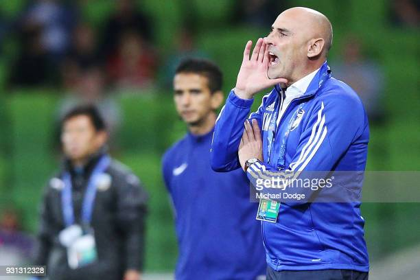 Victory head coach Kevin Muscat shouts instructions during the AFC Asian Champions League match between the Melbourne Victory and Kawasaki Frontale...