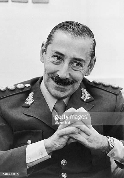 Videla, Jorge Rafael *-General, Diktator, ArgentinienPraesident 1976-1981- Portrait in Uniform- undatiert