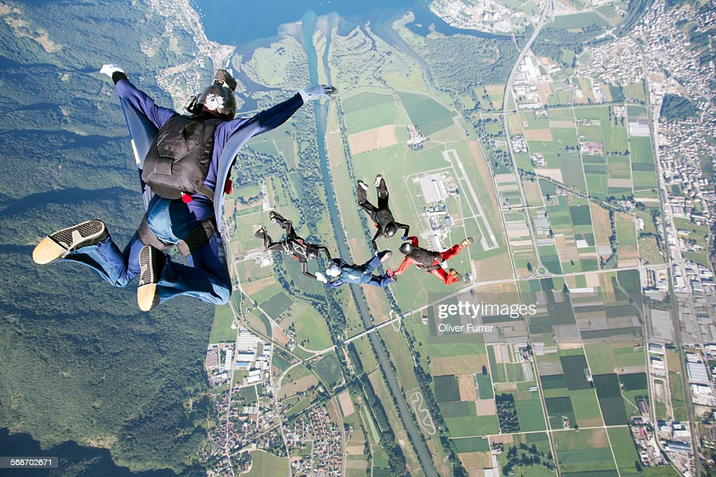 Video man filming the skydivers from above : Stock Photo