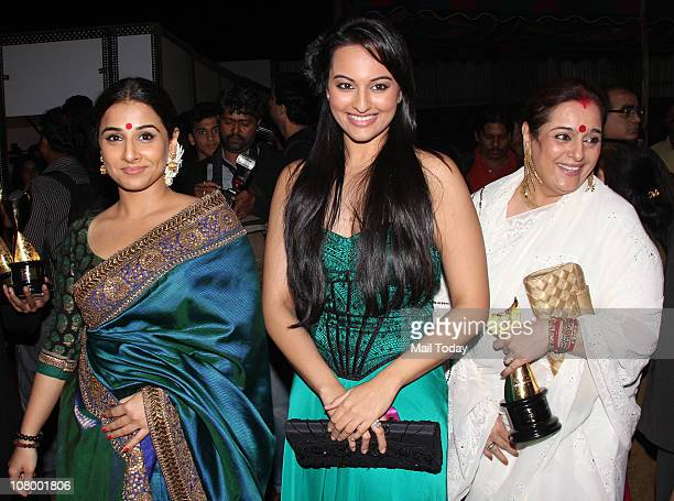Vidya BalanSonakshi Sinha and Poonam Sinha at the Chevrolet Apsara Awards in Mumbai