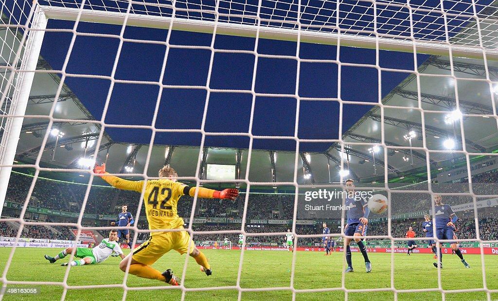 Vieirinha of Wolfsburg scores his goal during the Bundesliga match between VfL Wolfsburg and Werder Bremen at Volkswagen Arena on November 21, 2015 in Wolfsburg, Germany.