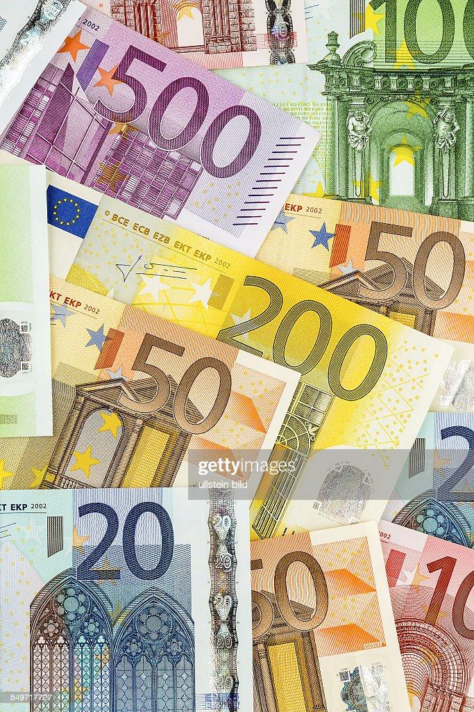 Viele verschiedene Euro-Geldscheine : News Photo