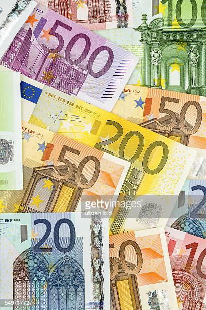 Viele verschiedene Euro Geldscheine Symbolfoto für Reichtum und Geldanlage