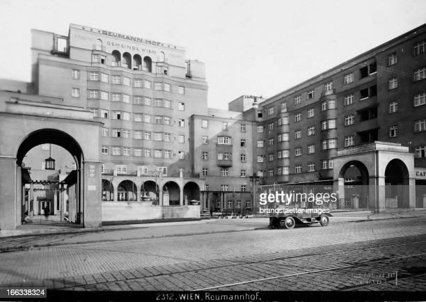 Reumannhof. Residential construction of the city of Vienna in Vienna 5 / Margaretengürtel 100-110. Built by architext Hubert Gessner. 1924-1926....