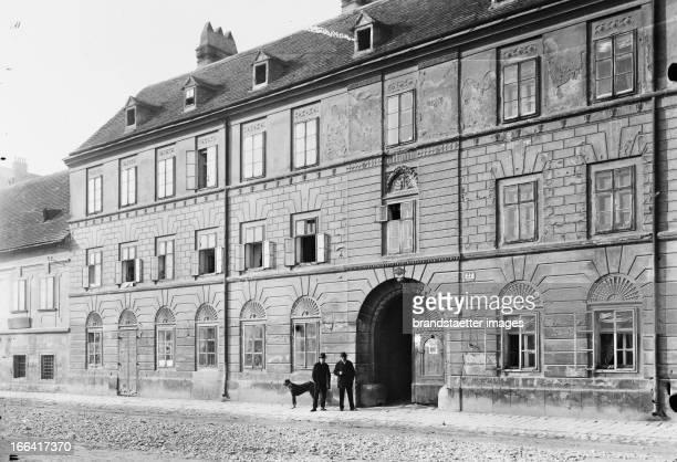 The so-called French House . Building in Vienna 9 on the Rossauerlände. About 1910. Photograph by Bruno Reiffenstein . Wien 9: Das sogenannte...