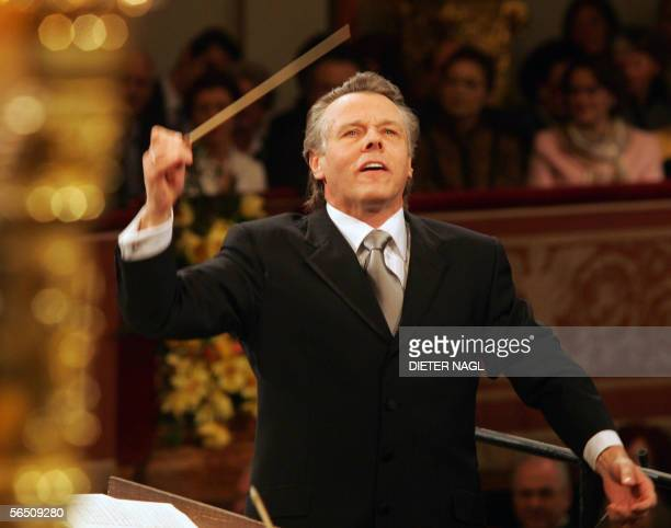 Mariss Jansons conducts the Vienna Philharmonic Orchestra 01 January 2006 during a new years concert in Vienna AFP PHOTO/DIETER NAGL