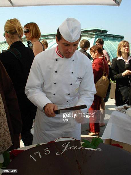 TO GO WITH AFP STORY BY Gabrielle GRENZ Head pastry chef of the4 Maison Sacher of Vienna Alfred Buxbaum stands with his cake for the 175th...