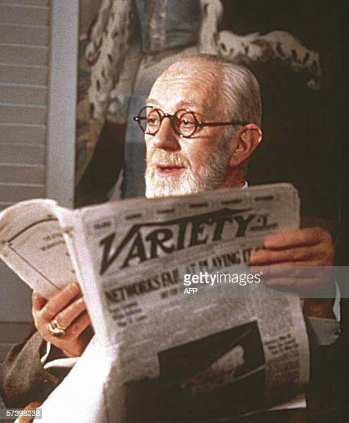 TO GO WITH AFP STORY Film festival in Vienna puts Freud on the couch Freud played by Alec Guinness in Marshal Breckman's movie Der liebeskranke Psy...