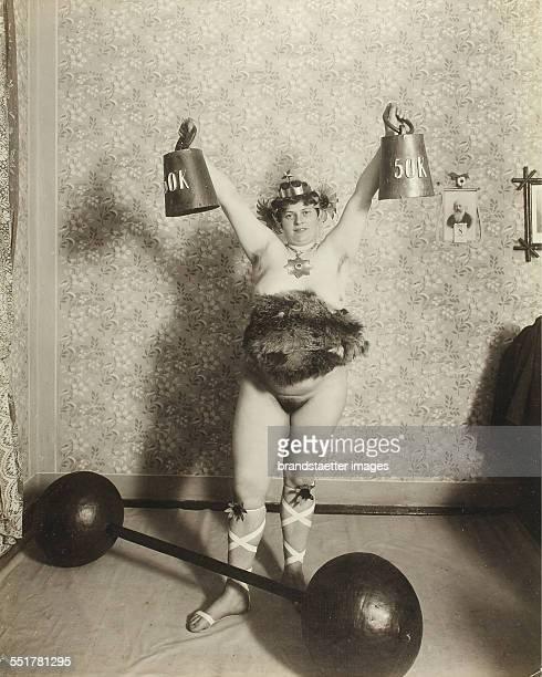 girls-naked-weightlifting