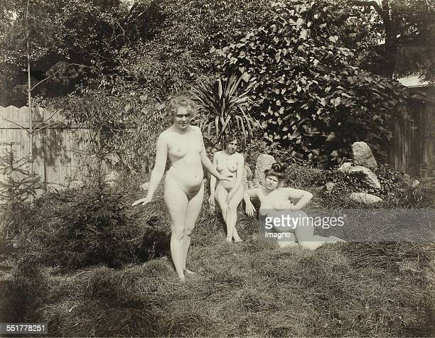 Vienna 'Nackedeien' of the Gründerzeit Three naked girls in a garden 1906 Photograph