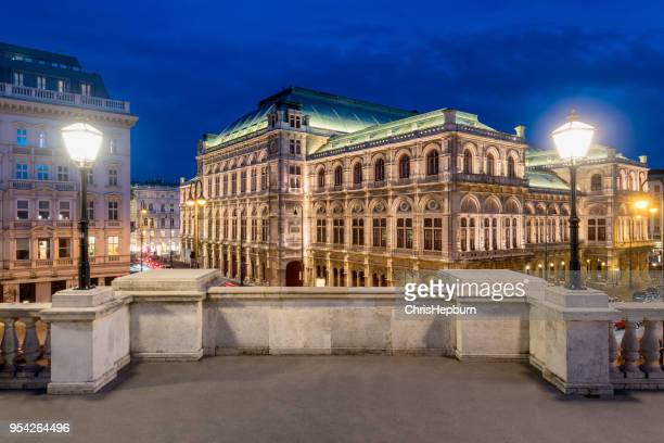 vienna state opera house at dusk, austria, europe - vienna state opera stock pictures, royalty-free photos & images