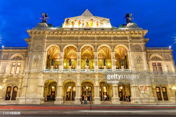 vienna state opera wiener staatsoper in downtown vienna austria - vienna state opera stock pictures, royalty-free photos & images