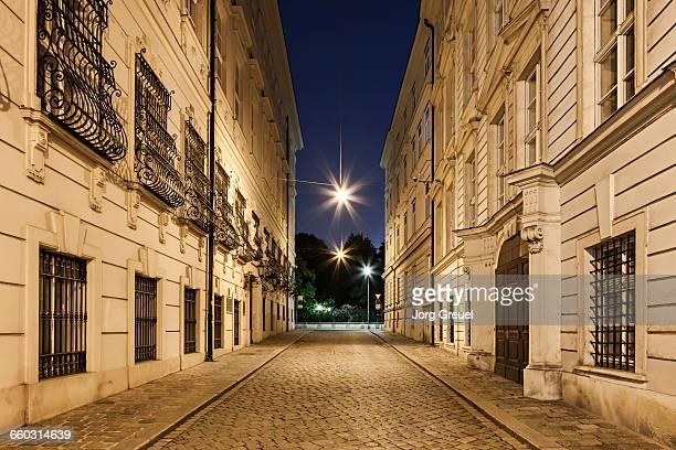vienna street at dusk - wien stock-fotos und bilder