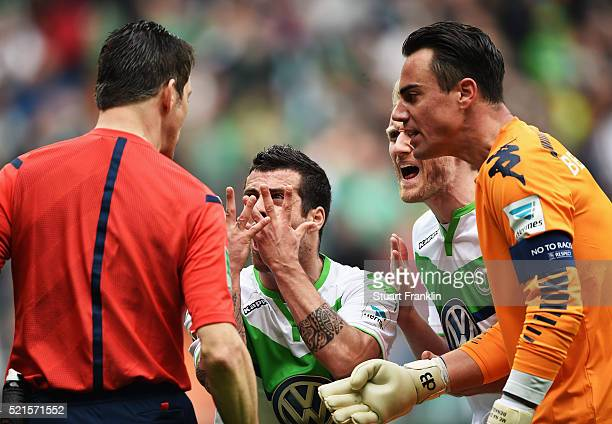 Vierinha of Wolfsburg makes a strong point to referee Wolfgang Stark during the Bundesliga match between Werder Bremen and VfL Wolfsburg at...