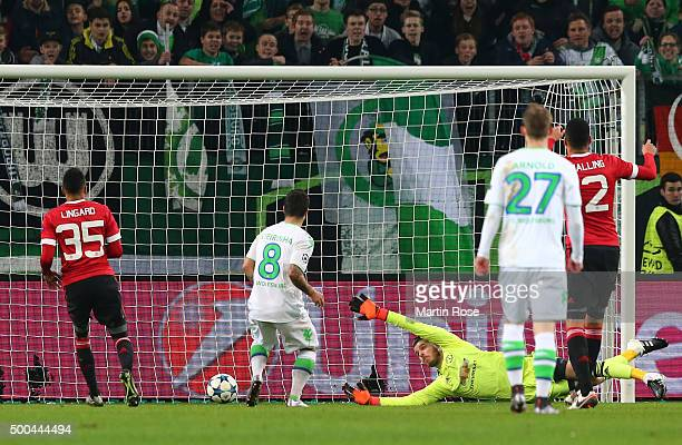 Vierinha of Wolfsburg scores his team's second goal past the outstretched David De Gea of Manchester United during the UEFA Champions League group B...