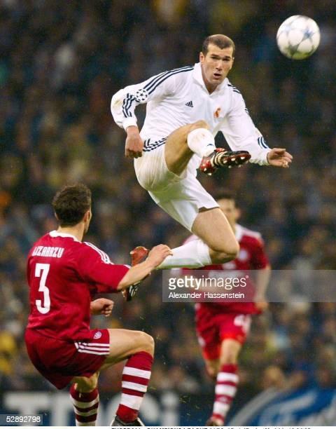 LEAGUE 01/02 Viertelfinale Madrid REAL MADRID FC BAYERN MUENCHEN 20 Bixente LIZARAZU/BAYERN Zinedine ZIDANE/MADRID