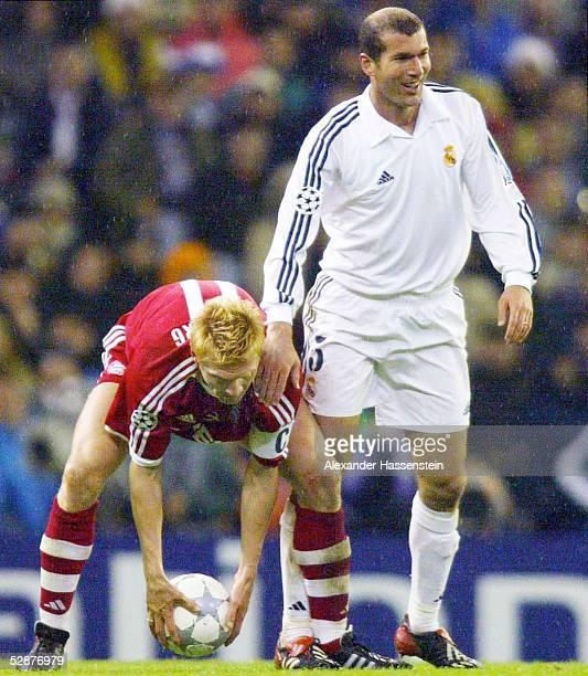 LEAGUE 01/02 Viertelfinale Madrid REAL MADRID FC BAYERN MUENCHEN 20 Stefan EFFENBERG/BAYERN Zinedine ZIDANE/MADRID