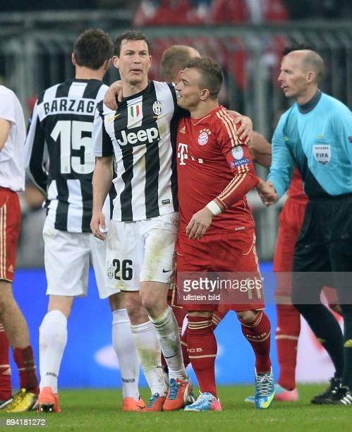 ViertelfinalHinspiel Saison 2012/2013 FUSSBALL CHAMPIONS FC Bayern Muenchen Juventus Turin Stephan Lichtsteiner umarmt Xherdan Shaqiri nach dem Spiel