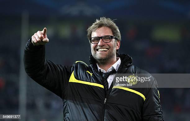 Viertelfinal-Rückspiel, Saison 2012/2013 - Trainer Jürgen Klopp lachend bei den Fans, Freude, Emotion, jubelnd, Jubel nach Spielende , Sport, Fußball...