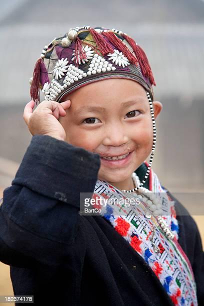 Vietnam, petit garçon jouant à Sapa.