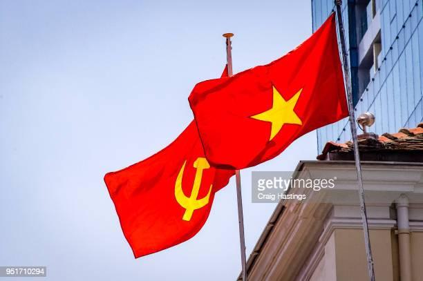 vietnam flags flying in the wind - bandiera comunista foto e immagini stock