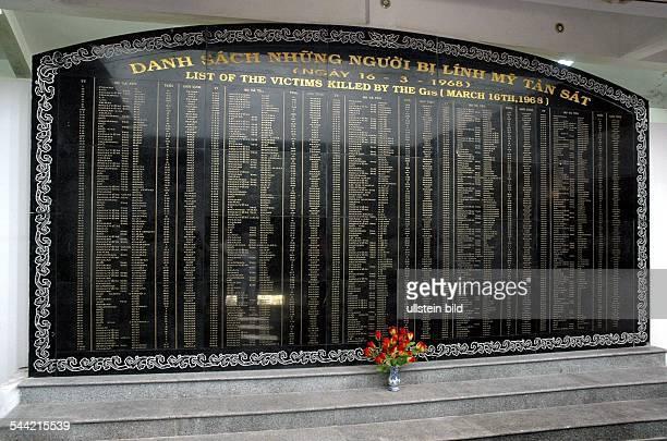 Gedenkstätte mit einer Namensliste der Opfer des Massakers von My Lai