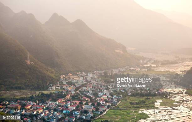 vietnam: mai chau valley landscape at sunset - mai chau stock pictures, royalty-free photos & images